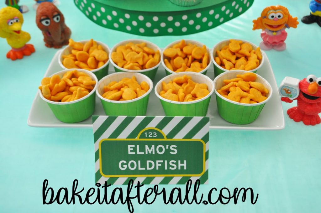 Elmo's goldfish crackers in candy cups